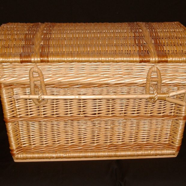 Swiss-style-rectangular-hamper-lid-closed