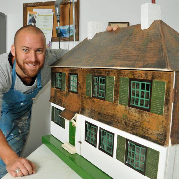 Trevor-Cain-dolls-house