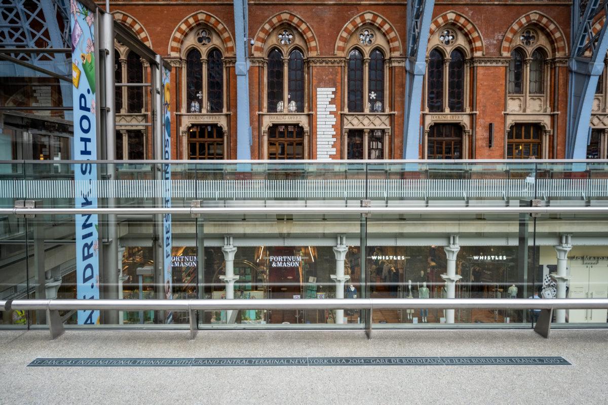 Twinning Plaque Unveiled at St Pancras International_002 (2)