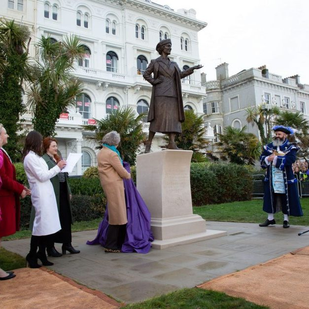 Theresa May unveiling Hayley Gibbs' statue of Nancy Astor Nov 2019 credit Poppy Jakes